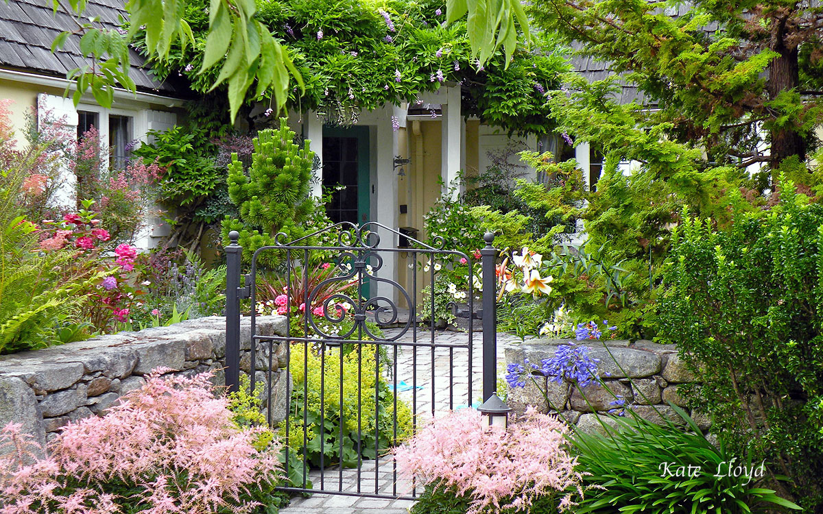 Does my admiration for this lovely garden entrance cross the line to envy?