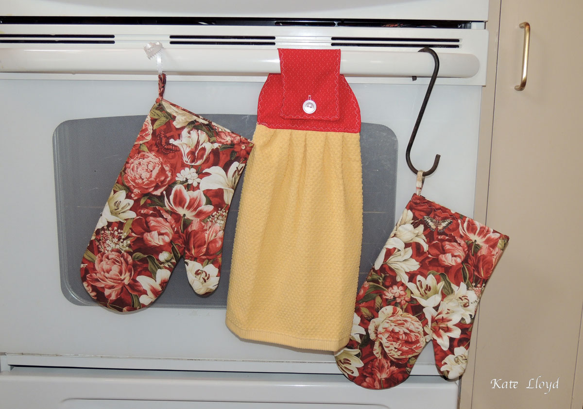 Amish-made Oven Mitts and Tea Towel from Lancaster, PA